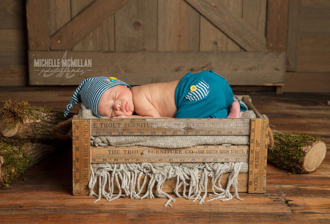 Leitchfield newborn photographer
